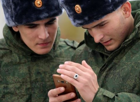 Russia?bans soldiers from using smartphones while on duty?after their social media use raised issues of national security