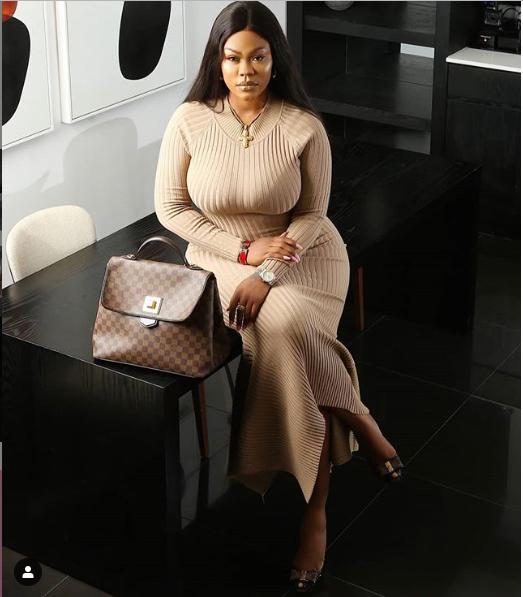 Nollywood actress Daniella Okeke flaunts her killer behind in new sexy photos?