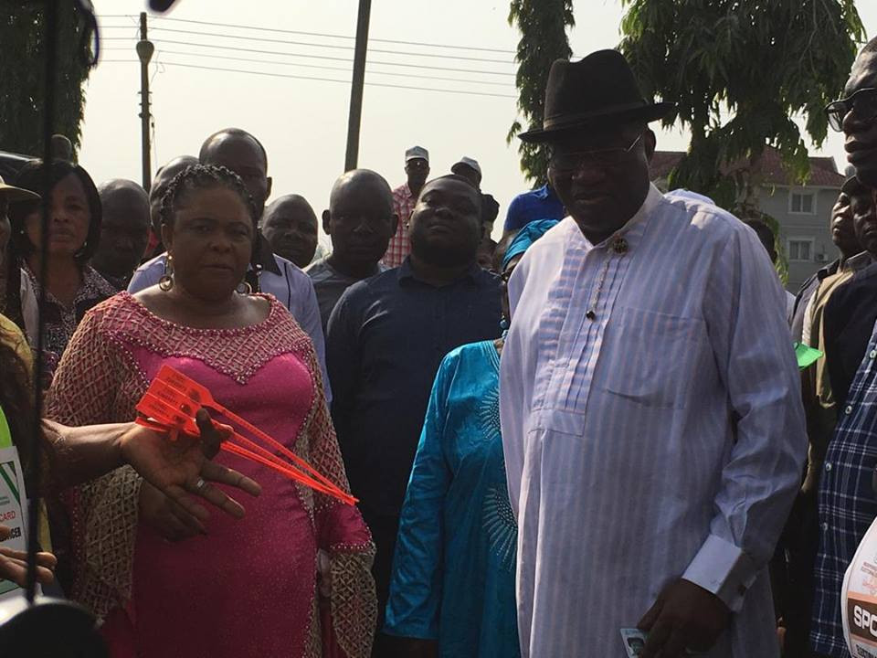 Ex-President Goodluck Jonathan and wife, Patience, cast their votes in Bayelsa (photos)