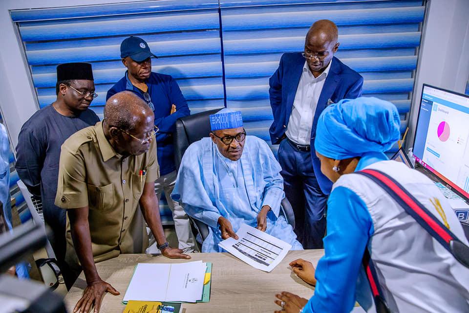#NigeriaDecides: President Buhari visits APC  situation room in Abuja (Photos)