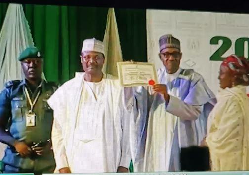 Breaking: INEC presents  Certificate Of return to President-elect Muhammadu Buhari and his VP, Yemi Osinbajo