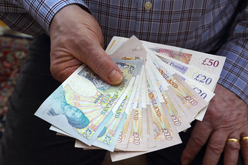 Cleaner finds more than ?300,000 cash in brown envelope on London bus and hands it to police