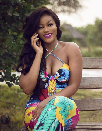 Damilola Adegbite flashes her boobs in sexy new photo