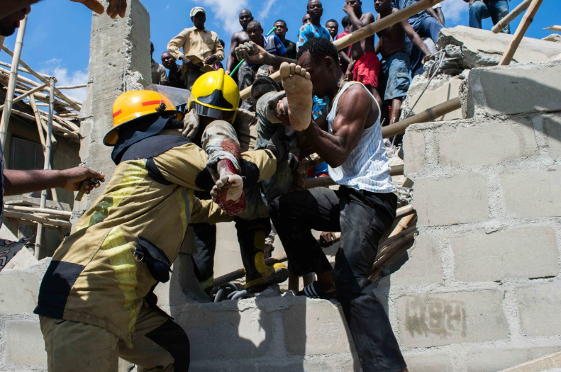 Update: 7 School Pupils, 12 Adults rescued alive from Lagos building collapse