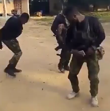 Video: Watch Nigerian soldiers dancing