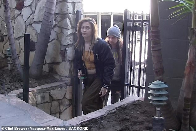 Paris Jackson released from hospital despite denying suicide attempt (Photos)