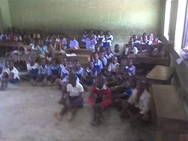Photos: Pathetic state of school in Edo where pupils sit on bare floor, mats