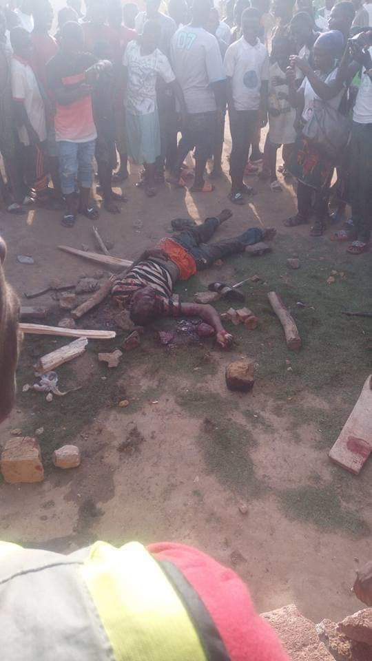 Graphic Photos: Three suspects caught with human body parts and stoned to death