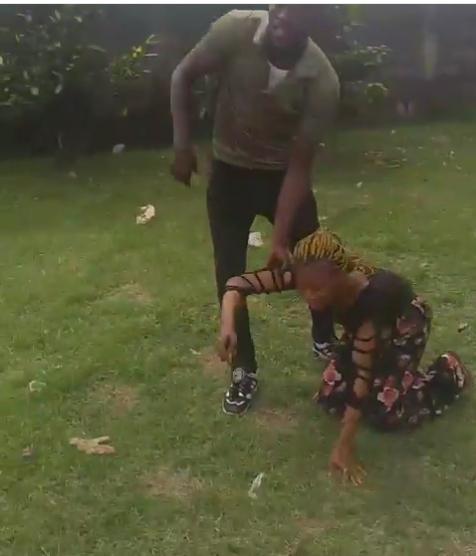 MOUAU student fights girlfriend in front of schoolmates over ?20K (video)