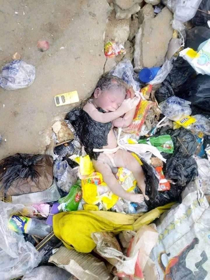 Graphic: Dead newborn baby boy found dumped at refuse site in Bayelsa