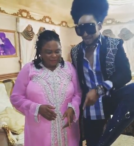 Denrele Edun goofs around with former first lady Patience Jonathan and showers her with praise (video)