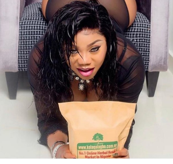 Toyin Lawani bares her butt then slams follower who called her out for it