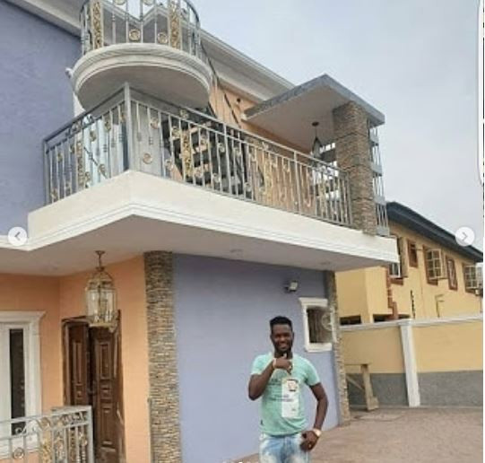 Yoruba fimmaker, Okiki Afolayan shows off his new mansion (Photos)