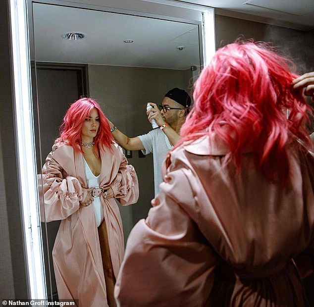 Singer, Halsey commands attention as she performs in tiny leotard ?in Japan (Photos)