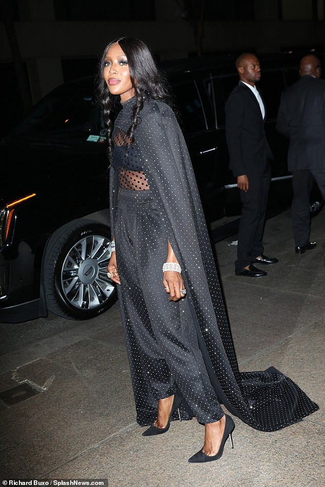 Naomi Campbell shows off stunning look to Marc Jacobs