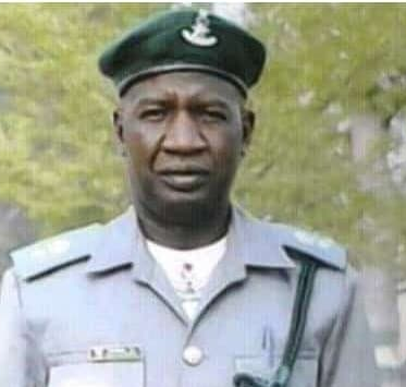 Swarm of bees sting, kill top Nigerian Customs officer in Badagry (photo)