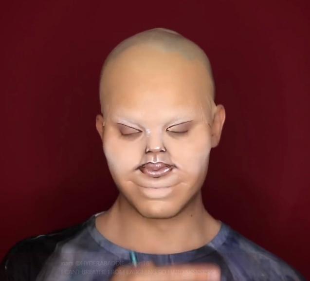 """Une star du maquillage se transforme en """"bébé de Kylie Jenner"""": vidéo"""