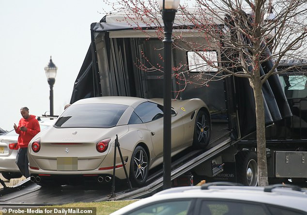 See the moment the $215K Ferrari that Wendy Williams estranged husband Kevin Hunter bought his mistress?was towed away (Video)