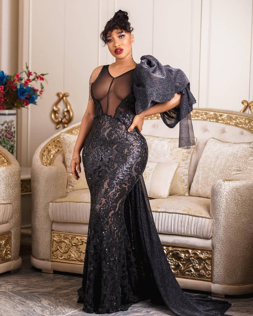 Oh My! Tonto Dikeh puts her curvaceous body on display in sexy black dress