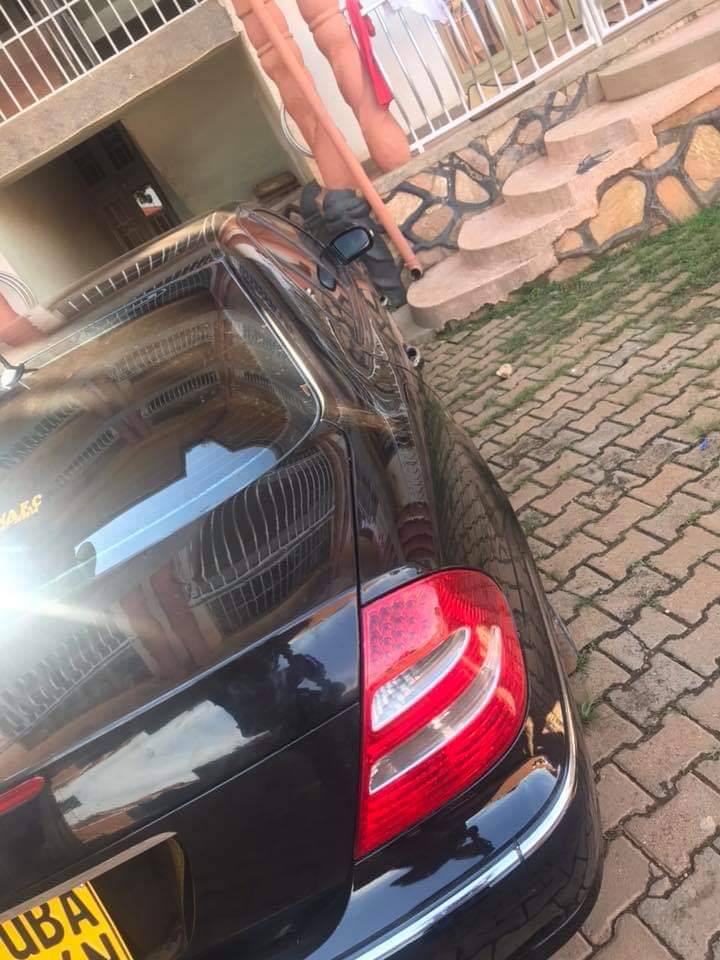 Photos: Nigerian pastor gets car gift after he obeyed God to sacrifice his old cars and trekked to church for three months