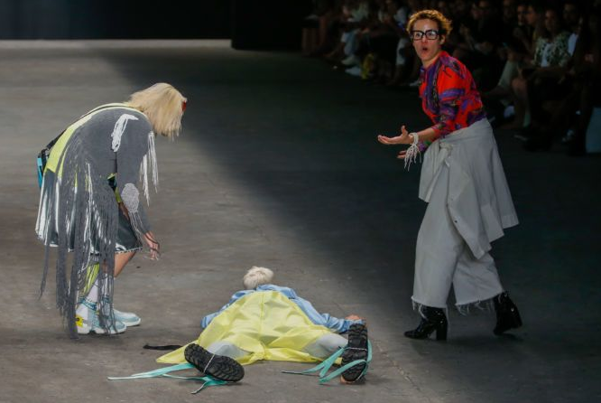 Video captures the moment before Brazilian model Tales Soares collapsed on the runway and died