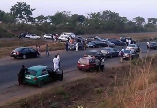 Hundreds of motorists unaccounted for as kidnappers block Kaduna-Abuja highway again