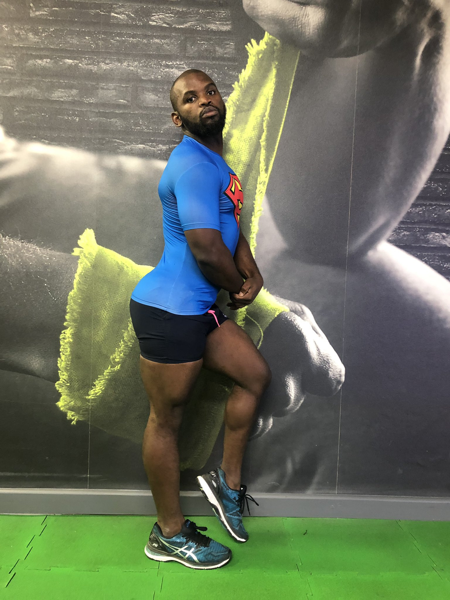 Photos: South African comedian mimics ladies in hilarious pose