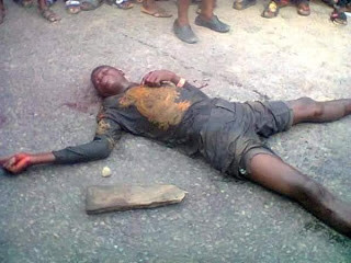 Jungle Justice: Man set ablaze, two brutally beaten by irate mob in Bayelsa for allegedly kidnapping a child (photos)