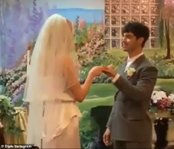 Joe Jonas and Sophie Turner elope and get married in secret Las Vegas wedding (photos/videos)