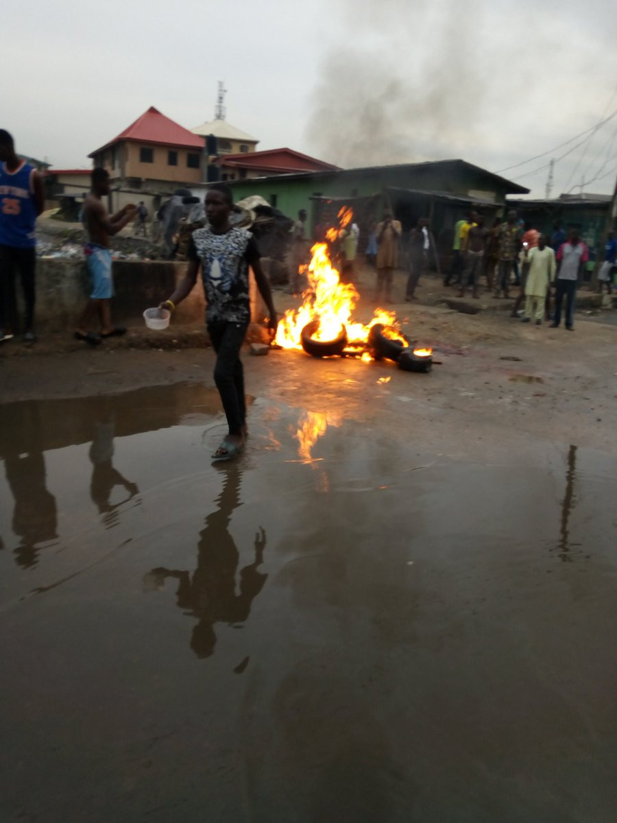 Jungle Justice: Suspected thief burnt to death in Lagos after his charm failed him while stealing a car from a church