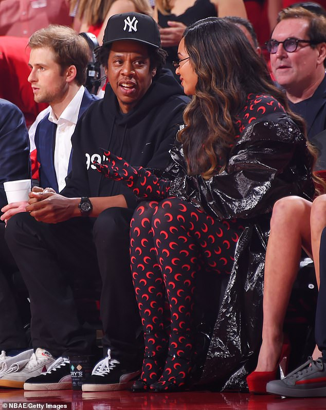 Beyonce shows off stylish look in skintight catsuit as she joins Jay-Z at?NBA game (Photos)