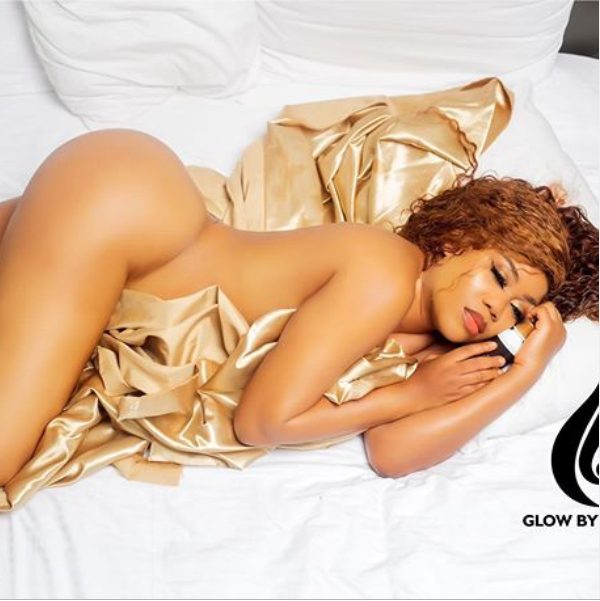 ?Toyin Lawani flaunts her banging body as she poses completely nude in new racy photo?