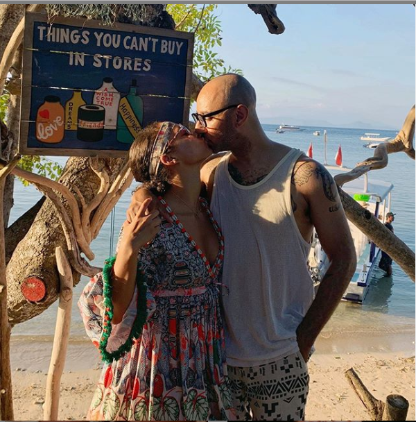Alicia Keys and her husband Swizz Beatz share sweet kiss in new loved-up photo.