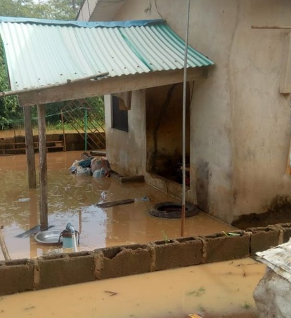 "Veteran Actor""Pa James' son shares footage of the sad state of his father's flooded house after a heavy rain ""photos/videos"
