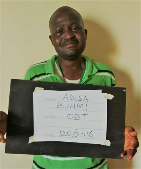 Photo: Man breaks down after being sentenced to eight months in prison for N1.4 million fraud