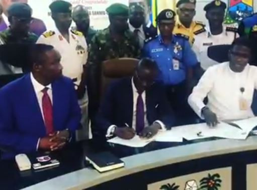 Video: Lagos State Governor?Babajide Sanwo-Olu signs his?first executive order on indiscriminate dumping of refuse