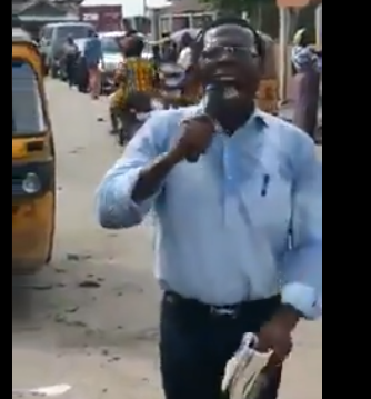 """Nigerians react as billionaire car dealer Cosmas """"Coscharis"""" Maduka is filmed preaching in the middle of the street  (video)"""