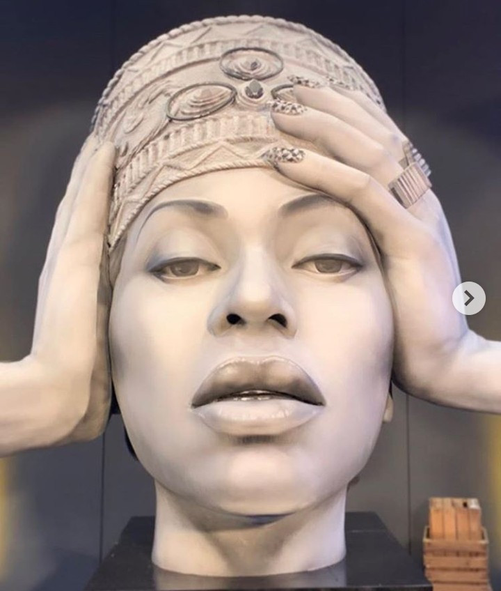 """STATUE: """"Bey who?"""" Fans are not impressed with statue of Beyonce unveiled in Berlin"""