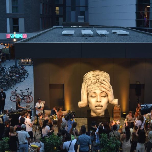 """Bey who?"" Fans are not impressed with statue of Beyonce unveiled in Berlin"