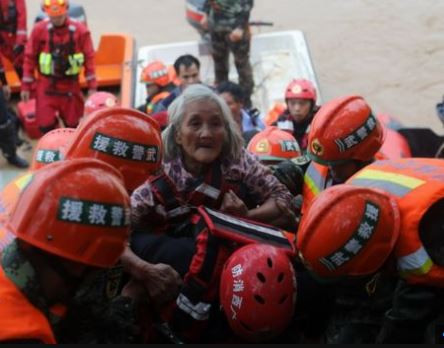 Heavy rainfall leaves five people dead and�thousands more stranded in China
