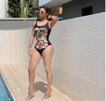 Toke Makinwa flaunts her hot body in sexy swimwear photos