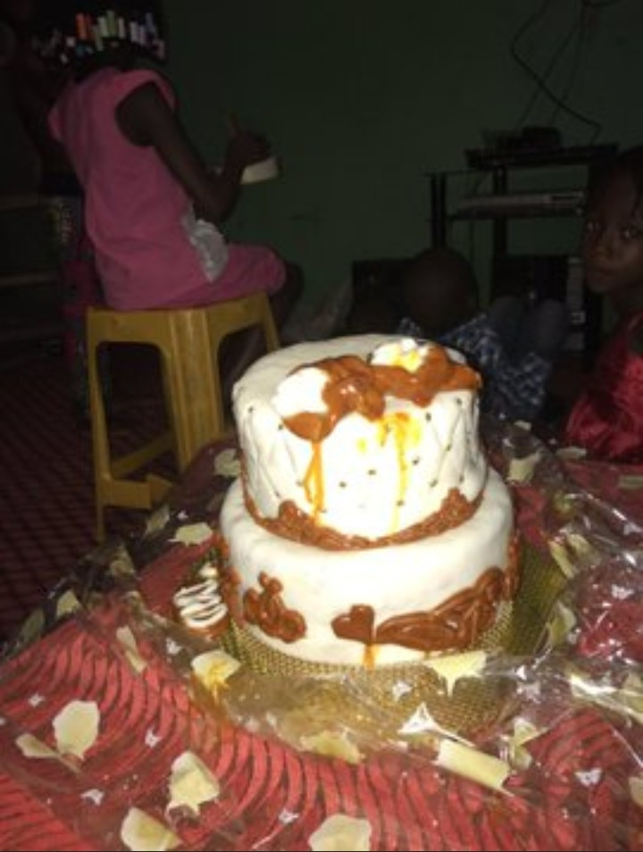See the disappointing cake a client got when she ordered for a two-step cake from a baker