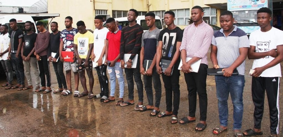 EFCC arrests 54?suspected internet fraudsters in Ogun and Osogbo  (Photos)