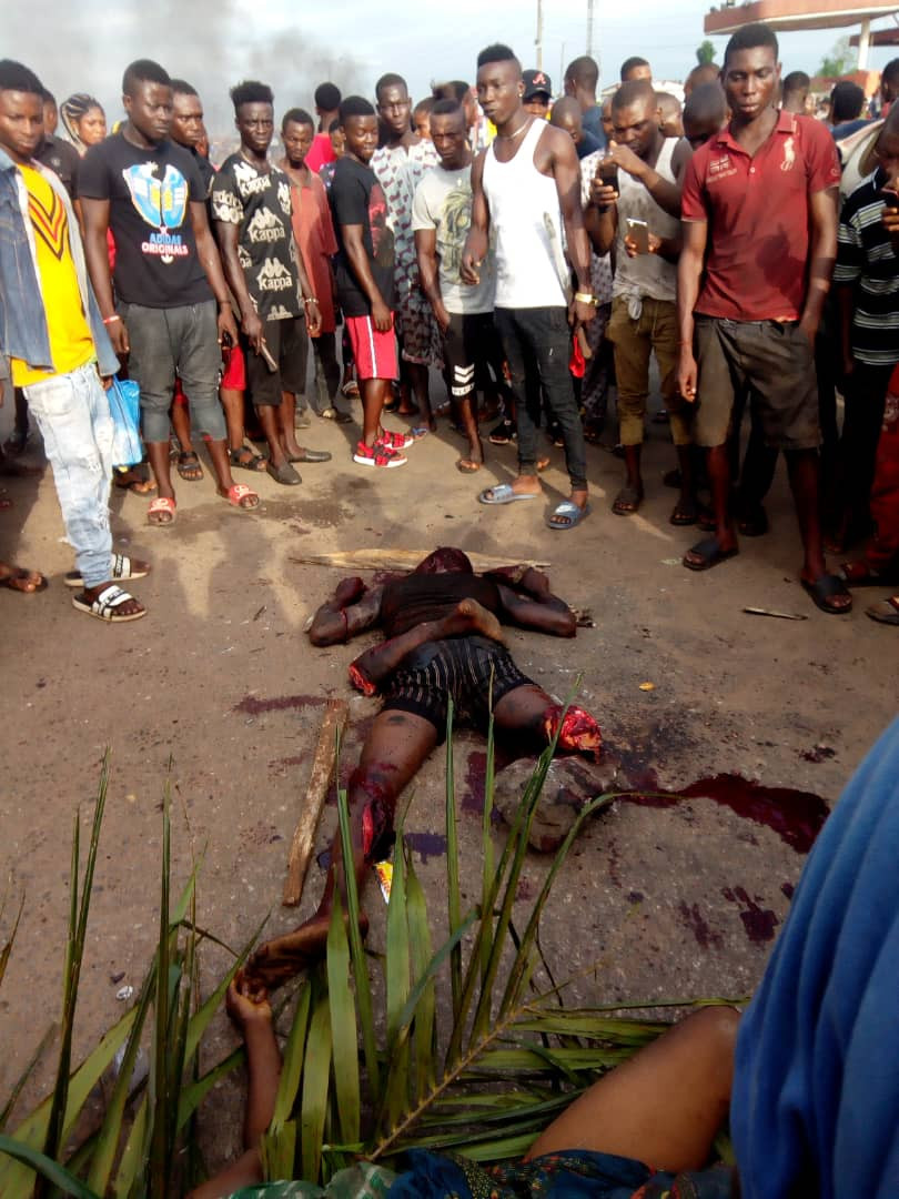 Graphic: Angry youths block Benin-Ore road following the killing of a woman by suspected herdsmen