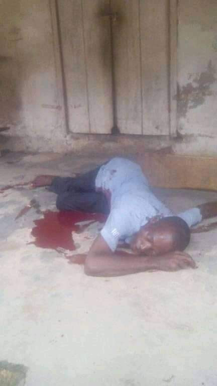 Angry mob lynch political thug in Kogi after he stabbed council staff to death