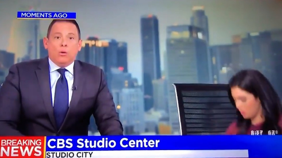 News presenter hides under desk on live TV as 7,1 earthquake hits Southern California (video)