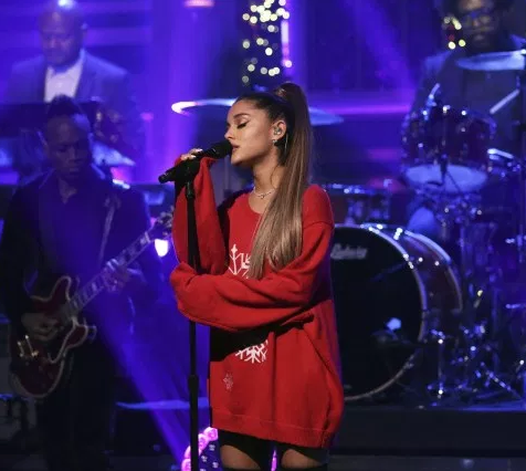 Ariana Grande posts a thank you message to fans moments after crying on stage (video)