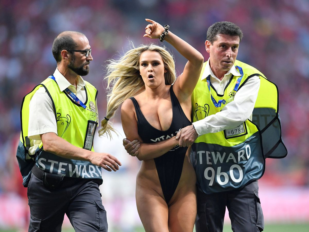 Champions League pitch invader Kinsey Wolanski jailed in Brazil after failed attempt to invade Copa America final? (Photos)