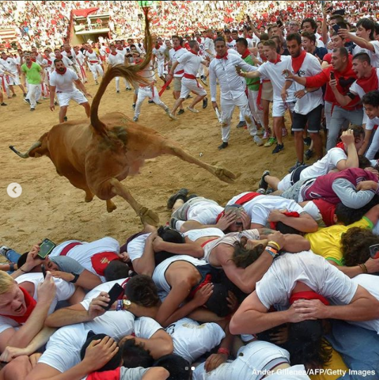 Shocking moment bull jumps over participants at the San Fermin festival (photos)