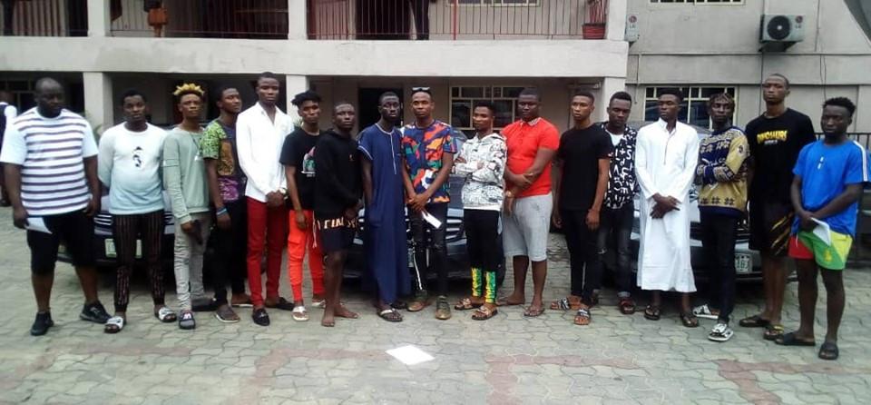 EFCC arrests 17 suspected internet fraudsters in Delta State
